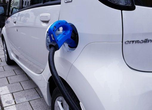 """eMobility: Kilowatt-Tarif statt """"Session Fee"""""""