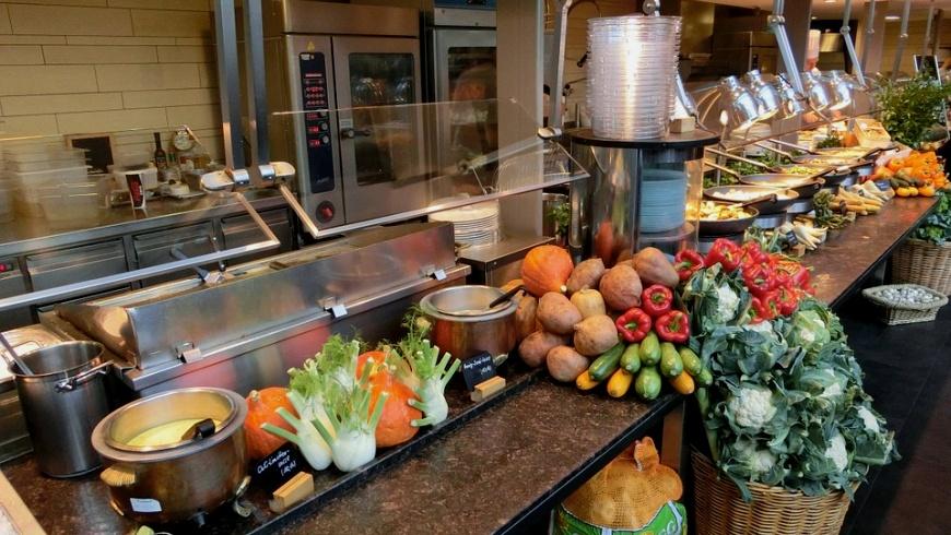 Küchenbereich in Gemeinschaftskantine