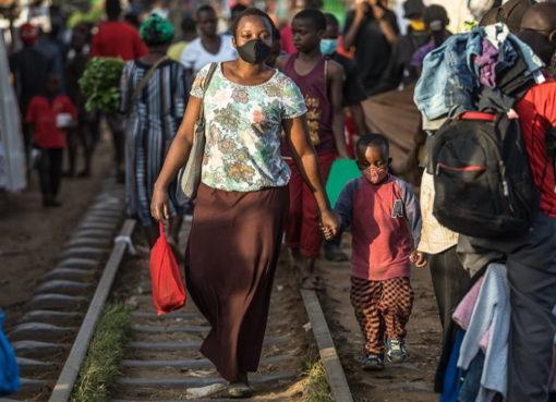 Nairobi: Menschen schützen sich