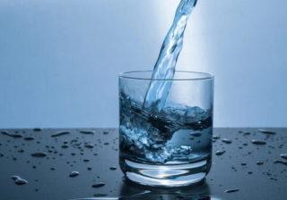 Gurgeln mit Salzwasser